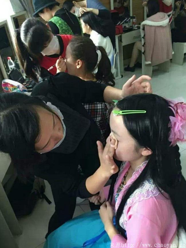 南京超妍学校受邀为南师大提供化妆活动
